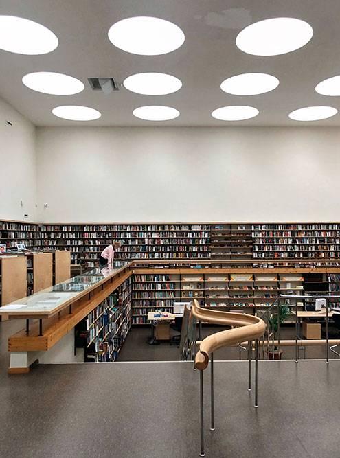 Чтобы сделать макет световых окон в читальном зале, Алвар Аалто использовал упаковку из-под яиц: нормальных макетных материалов в то время в Выборге было не достать