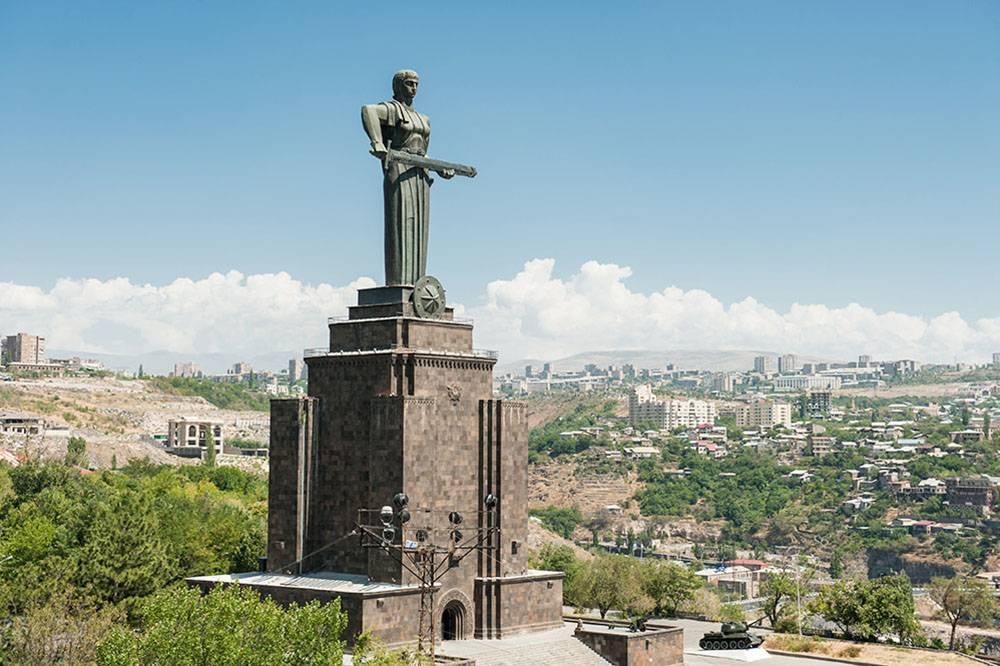 «Мать Армения» вкладывает меч в ножны