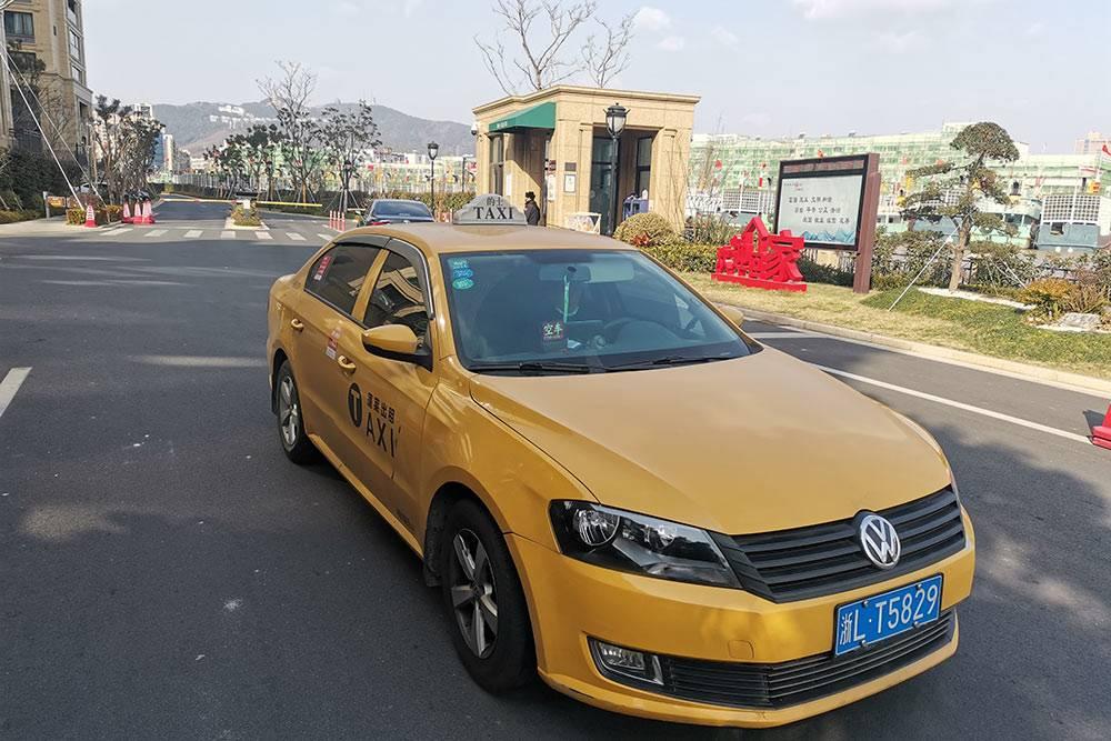 «Фольксваген» построил в Китае свой завод, поэтому многие местные таксисты теперь ездят на машинах этой марки