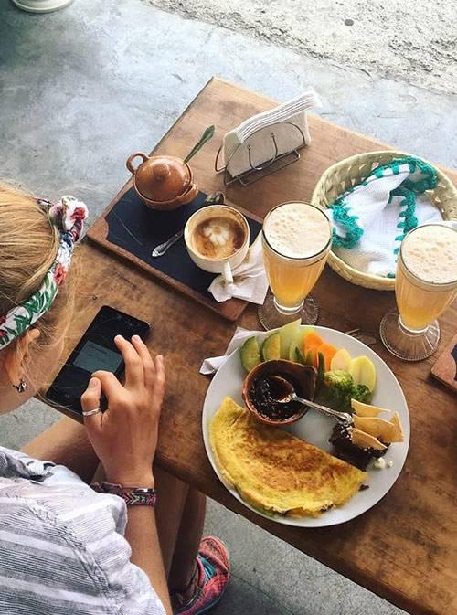 Завтрак с кофе и свежевыжатым соком стоил 65 песо (214<span class=ruble>Р</span>)