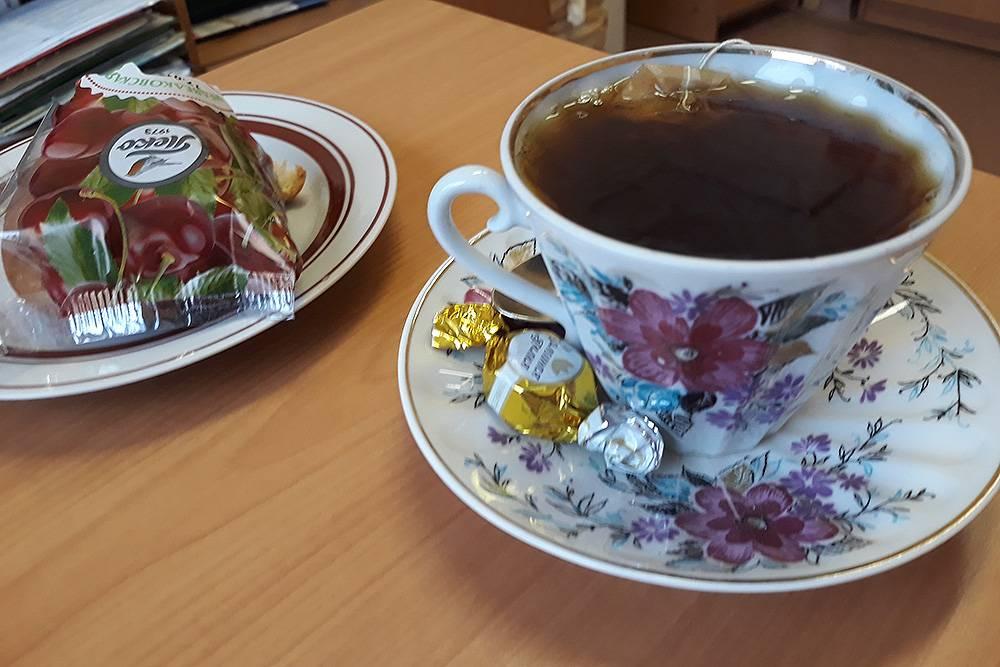 К чаю кроме плюшки была еще конфетка