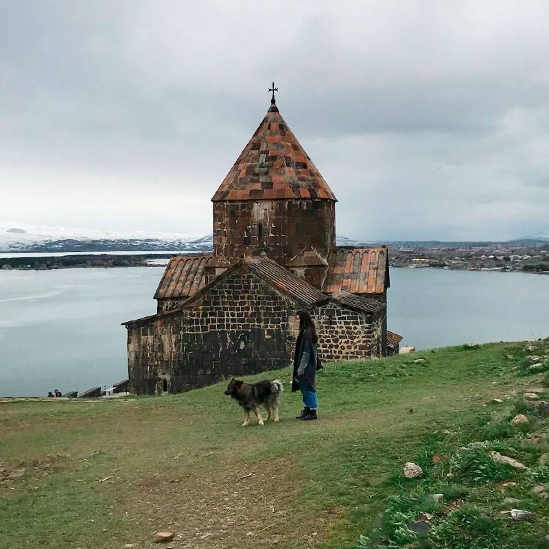 Монастырь Севанаванк и потрясающий вид на озеро Севан