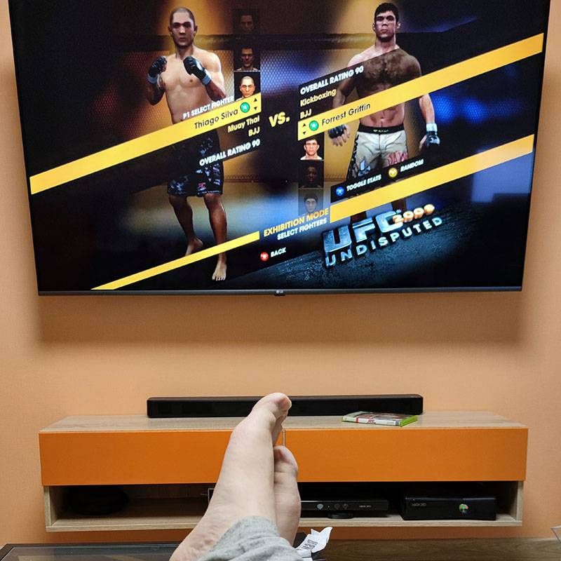 Поиграл в UFC