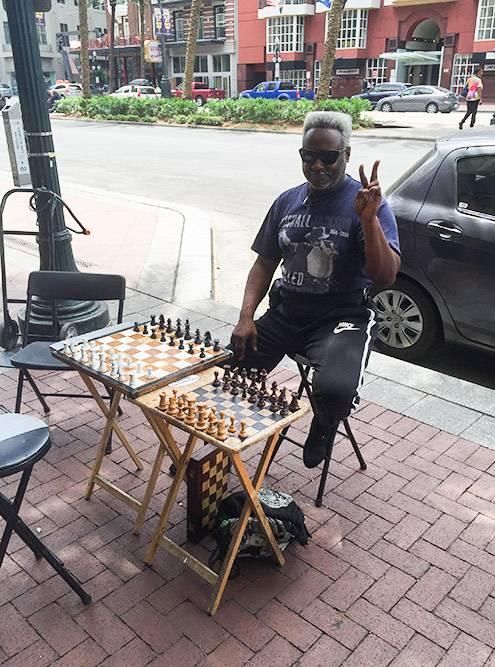 На улице Нового Орлеана можно было сыграть в шахматы с этим мужчиной