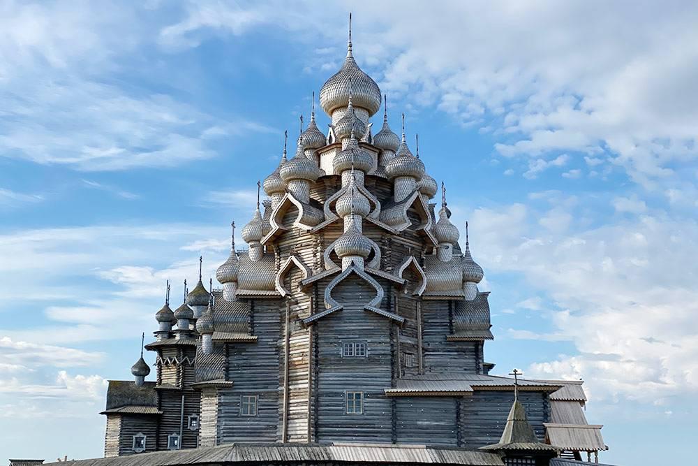 Для строительства храма было использовано около 2500 бревен
