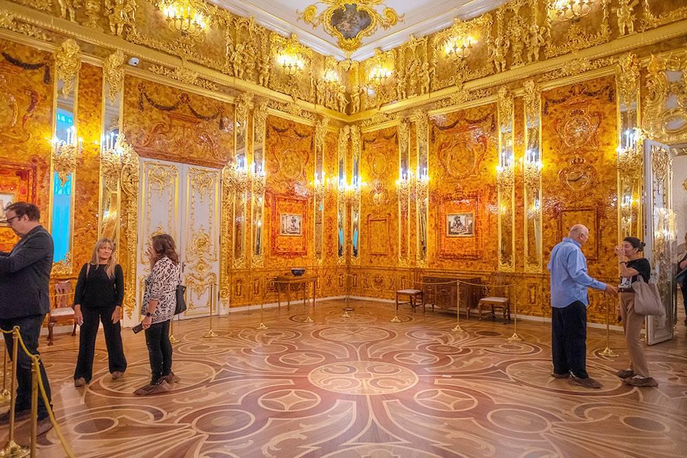 В Янтарной комнате нельзя снимать со вспышкой. Источник: Pommy.Anyani / Shutterstock
