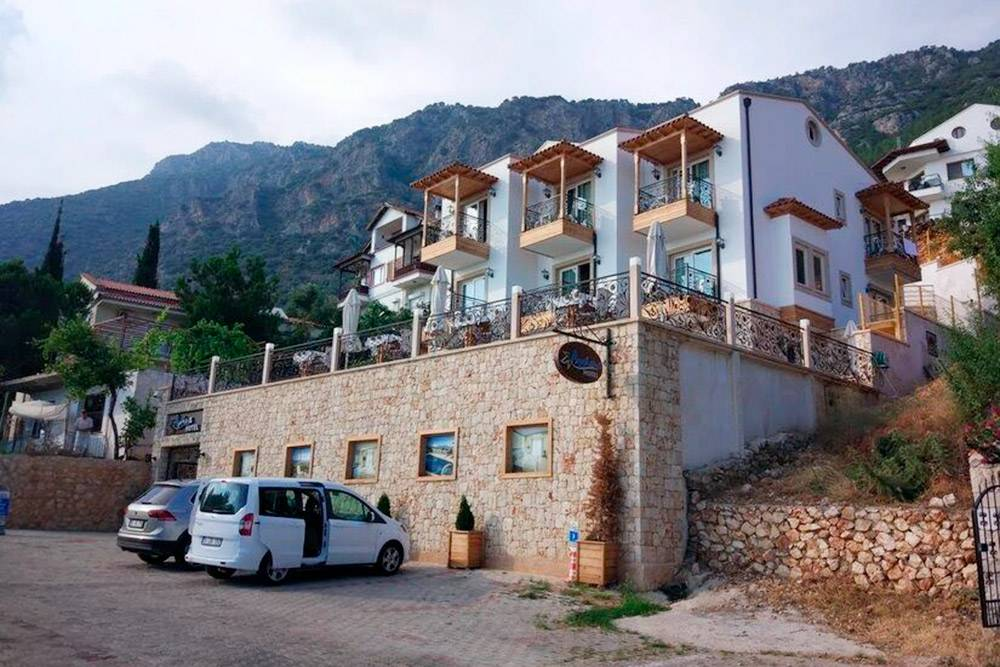 С виду Aysima Hotel выглядел довольно скромно, но внутри все навысшем уровне. Плюс уэтого отеля была своя парковка