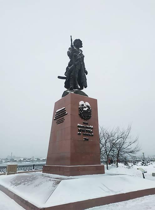 Памятник Якову Похабову. Считается, что именно он в 1661году основал острог, который в дальнейшем стал Иркутском