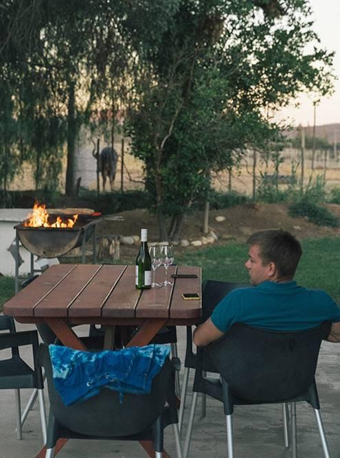 Во всех местах проживания у нас была зона барбекю — по вечерам мы готовили мясо и овощи на гриле
