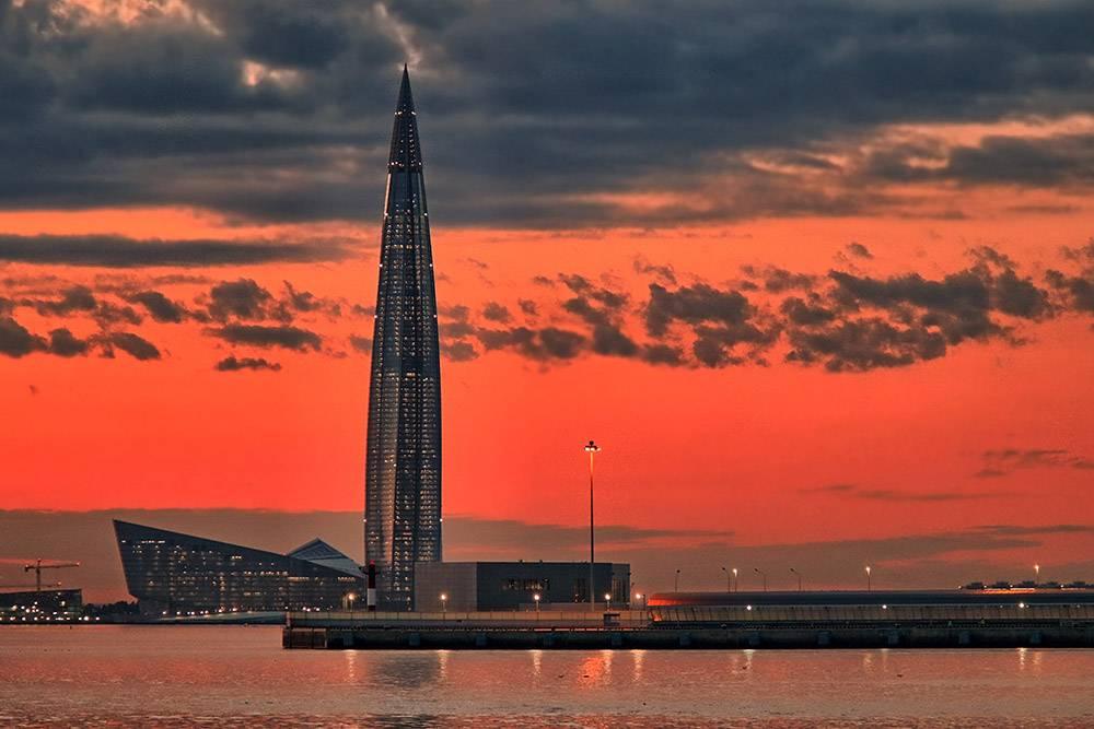 Башню «Лахта-центра» особенно хорошо видно из разных точек города по вечерам, когда она светится. Источник: BazzaBoy / Pixabay