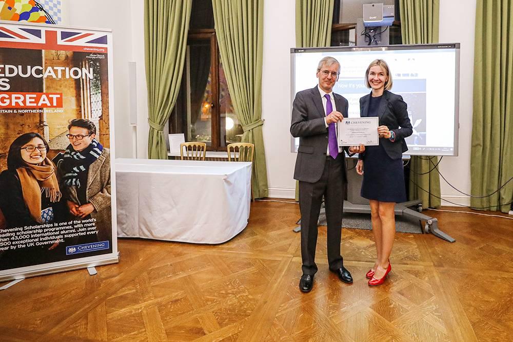 Все на высшем уровне: даже сертификат на стипендию вручает посол Великобритании в России
