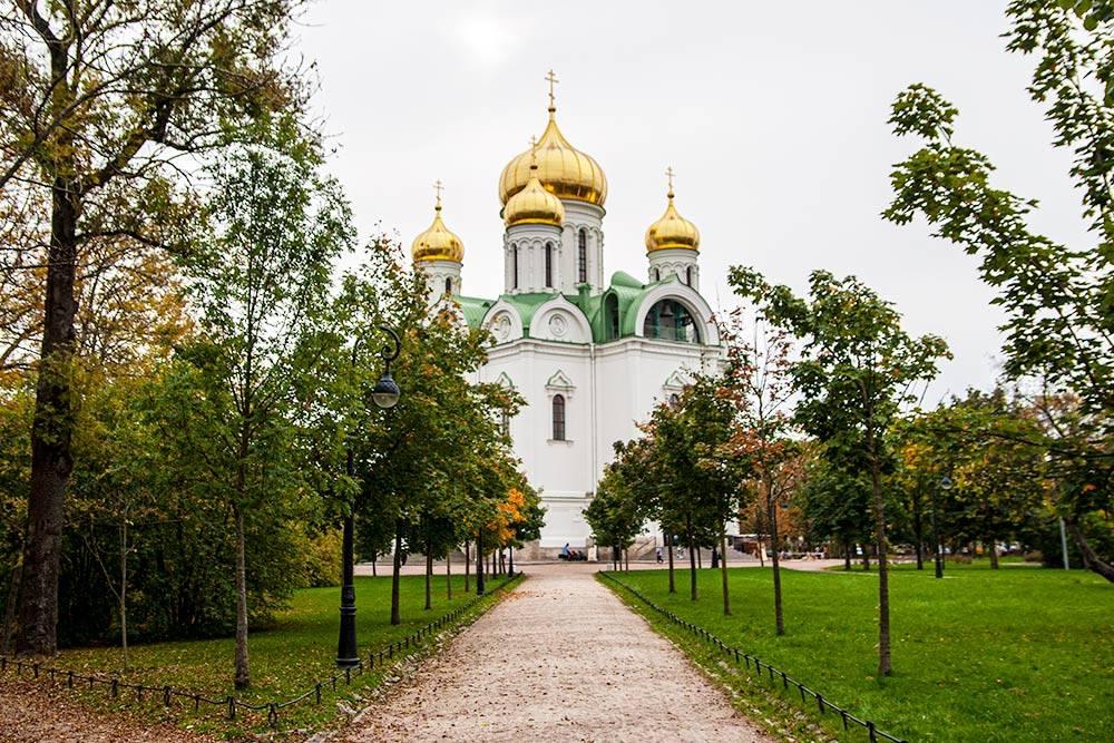 На месте собора когда-то стоял памятник Ленину