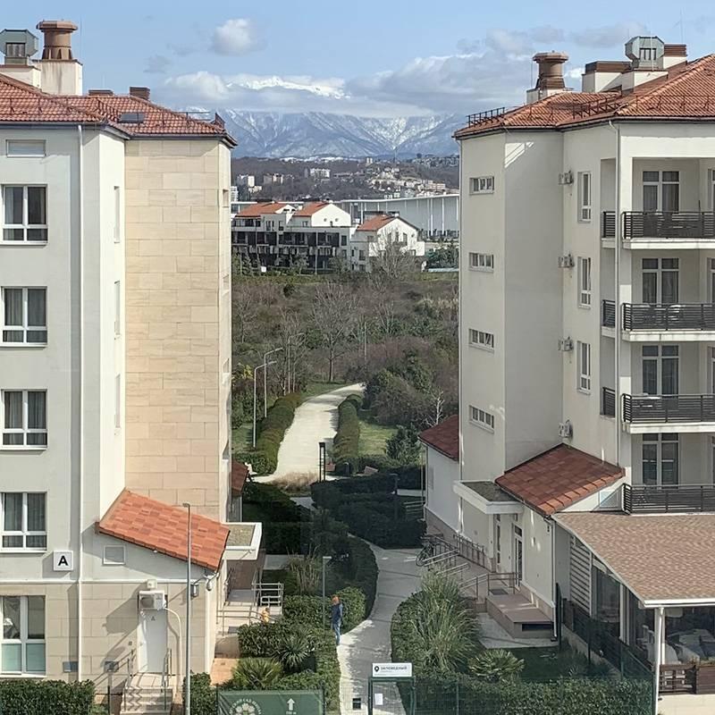 Вид на горы из нашего коридора