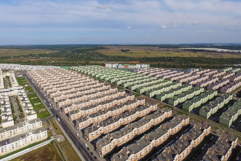Эти ряды одинаковых домов — микрорайон «Кошелев-проект». Фото: taburent.ru