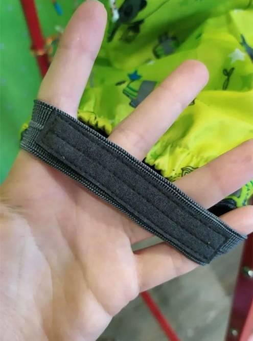 Я предупредила, что срезала бирки. Но выложила фото новых штрипок — таких перемычек на штанинах, которые натягиваются на подошвы. На ношеных комбинезонах они всегда потрепанные