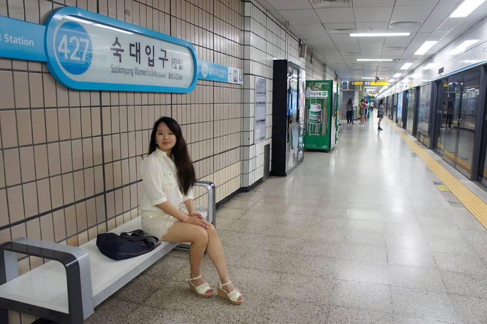Я чаще всего езжу по Сеулу на автобусе, но, бывает, спускаюсь и в метро