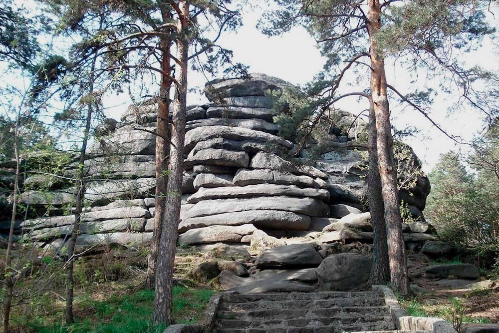 В начале 20 века, когда город еще не разросся и район Каменных Палаток находился вдалеке от центра, спрятанные от людских глаз валуны были местом встреч большевиков-подпольщиков