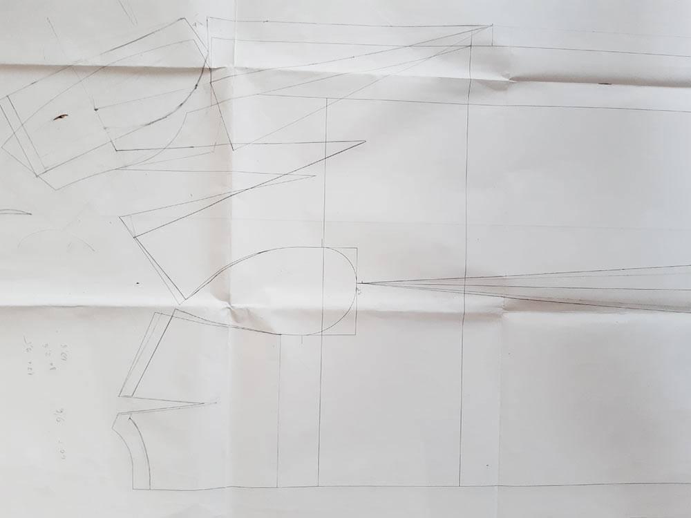 Так выглядит чертеж по моим меркам — на нем видно, какое количество исправлений приходится вносить, когда впервые моделируешь на себя какой-то фасон