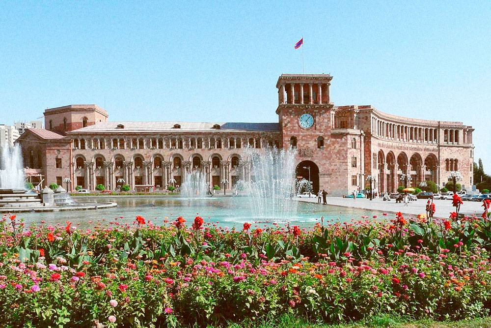 В советский период площадь Республики называлась площадью Ленина. Это просторное и красивое место. Фото: Rita Willaert/Flickr