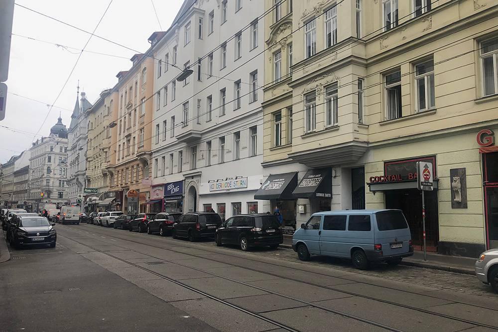Серые улицы, магазины кальянов и мусор. Не такой я представляла себе королевскую Вену