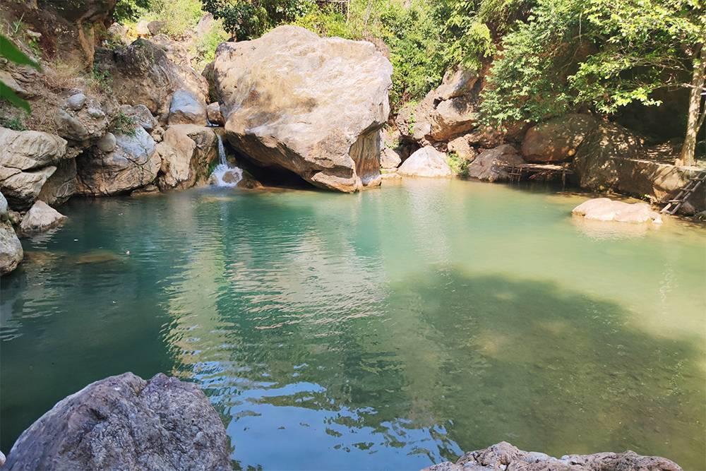 Водопад Dee Dote