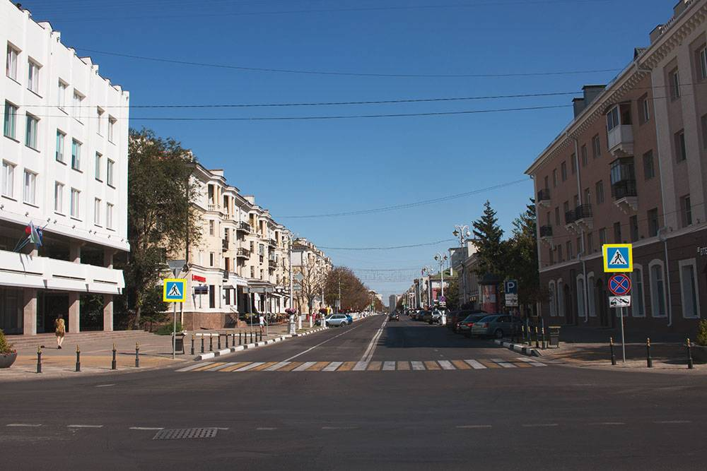 Одна из центральных улиц — Гражданский проспект, бывший проспект Ленина