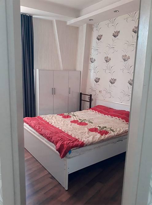 Спальня и душ в нашей первой квартире в Батуми