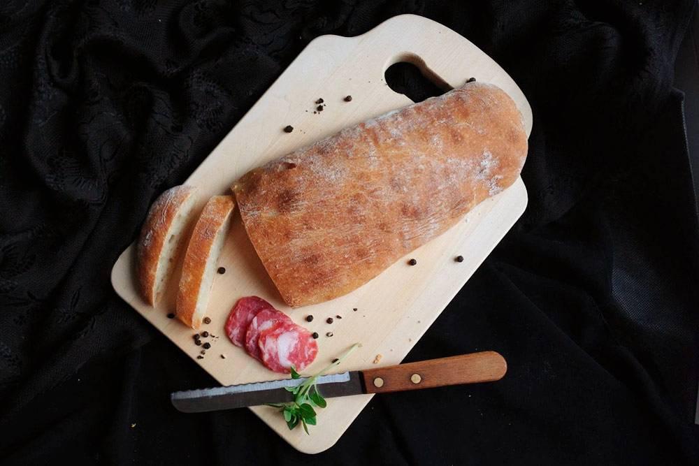 Домашняя чабатта. Правильно пишется именно так, несмотря на то, что часто даже в пекарнях можно увидеть «чиабатта»