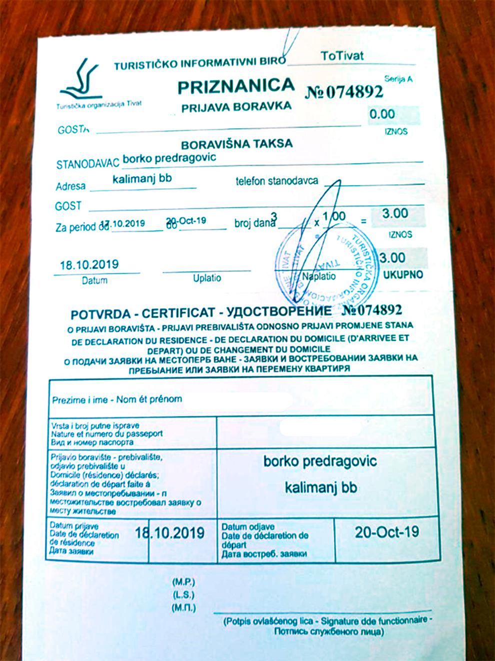В Тивате выдают такие удостоверения туриста — с паспортными данными. В других городах могут дать обычный кассовый чек