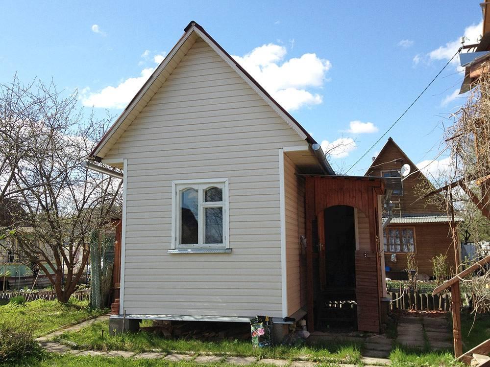 Это наш сгоревший дом. Он назывался «теплый» или «гостевой», в нем было комфортно даже в очень холодную погоду
