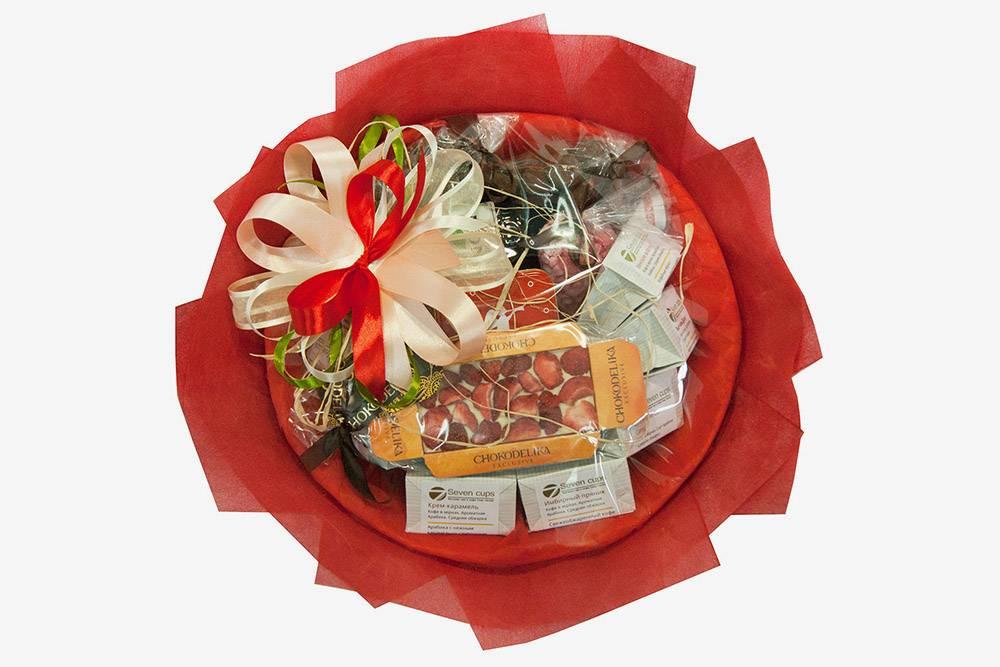 Вот так выглядит букет из конфет длявоспитателя