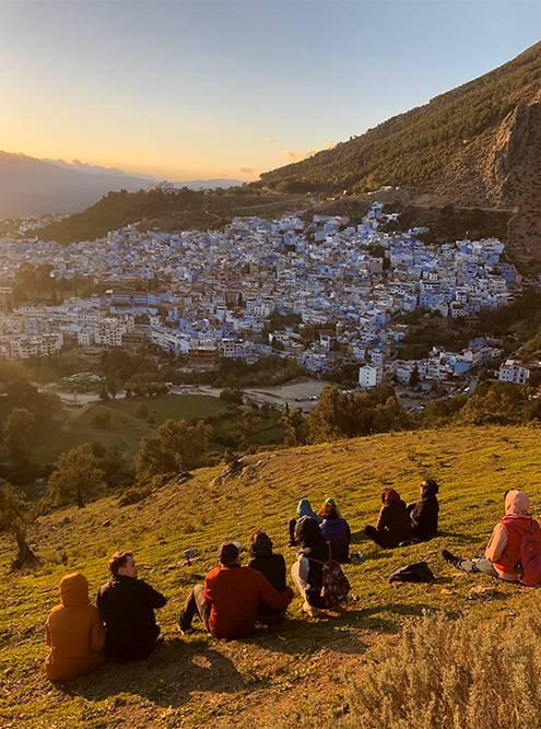 Встречать закат приходят туристы и местные жители