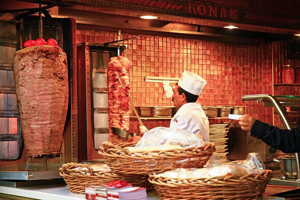 Обычно денер готовят из говядины, баранины или курицы. Источник: t777 / Shutterstock
