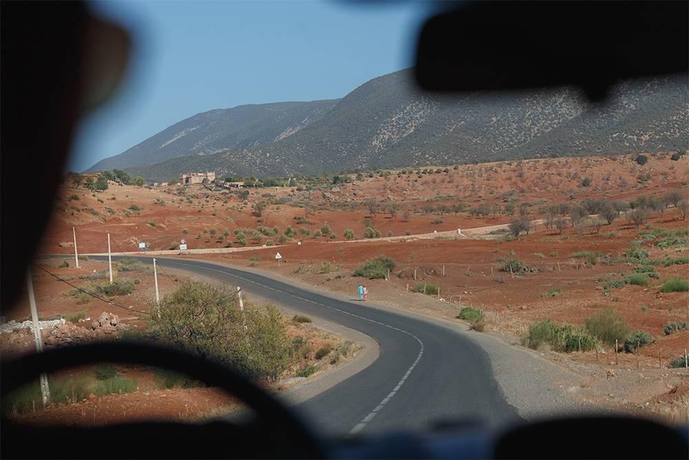 На дорогах между городами в Марокко мало машин