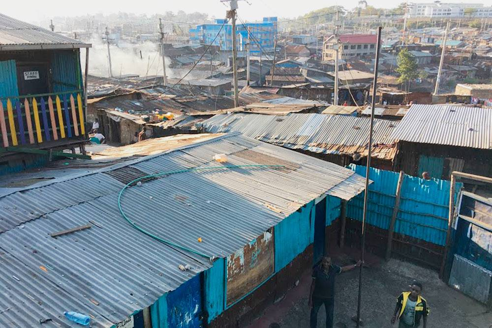 Трущобы Кибера. Мы не ходили туда, потому что не хотели смотреть, в каких ужасных условиях живут люди. Источник: Orangeadventures.co.ke