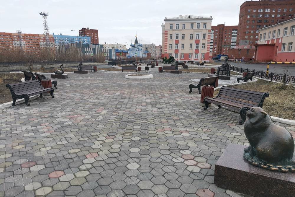 Летом в солнечные дни скамейки Пушкинского сквера редко пустуют