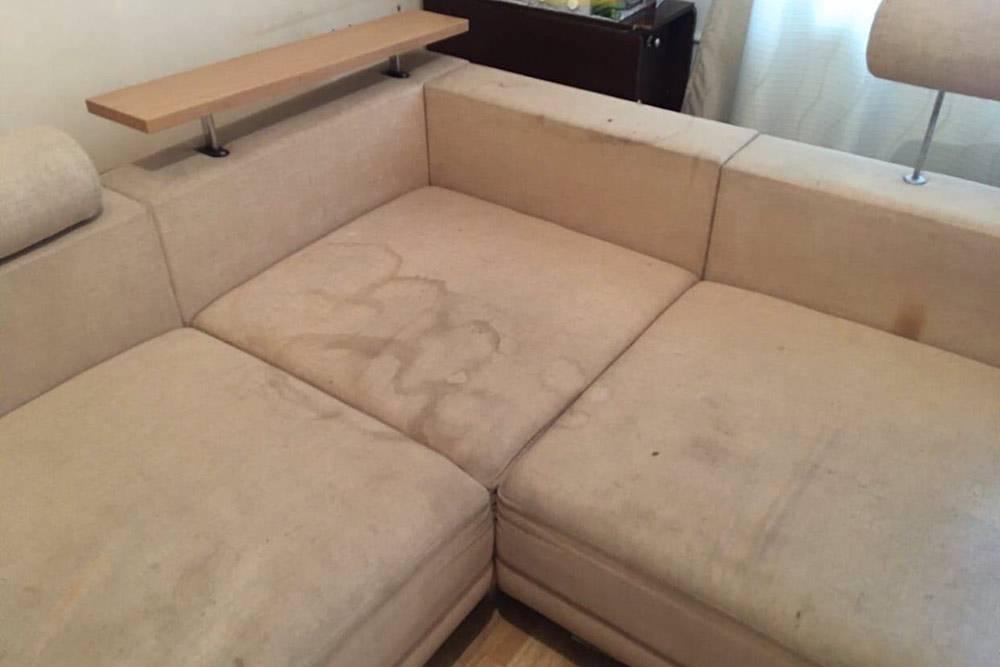 Так выглядел диван после «глубинной» чистки