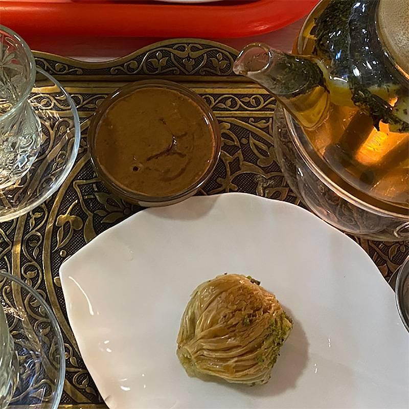 Чаепитие в «Маидате» — целая церемония. Обязательно возьмите к чаю урбеч из абрикоса