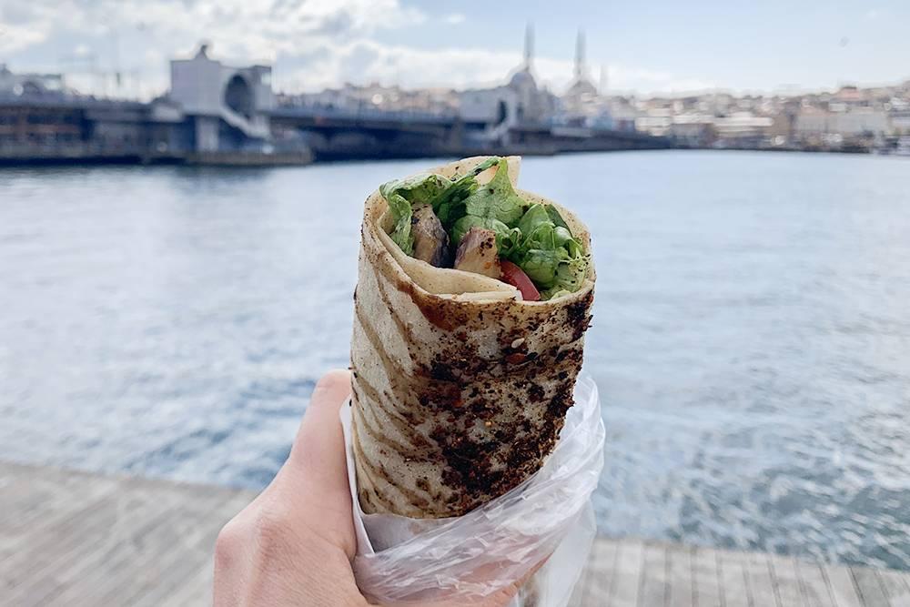 Стамбульская романтика: лаваш с рыбой и остановка возле бухты Золотой Рог