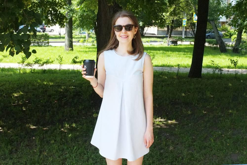 Себестоимость этого платья из чистого хлопка — меньше тысячи рублей. Но за такую цену придется заплатить своим временем: чтобы сшить его, я потратила несколько дней