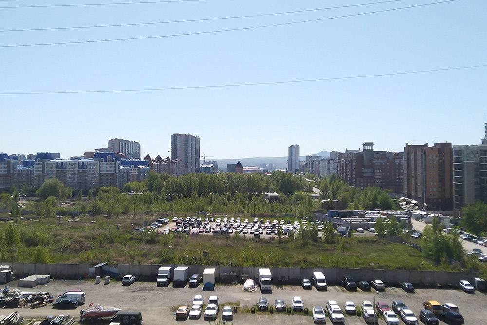 Это вид с балкона офисного центра, седьмой этаж
