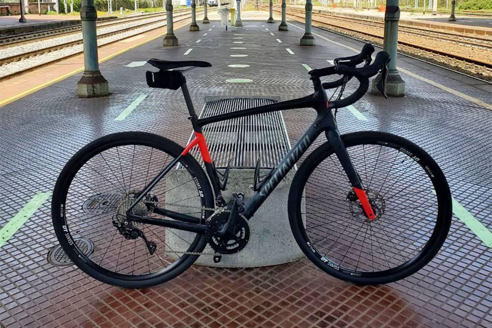 Велосипед мужа. Такой стоил около 2000€ (173 000<span class=ruble>Р</span>), но для&nbsp;него это хобби