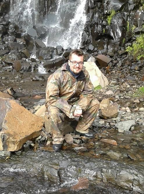 На экскурсию в ущелье советую надевать теплую и непромокаемую одежду. На ноги — резиновые сапоги