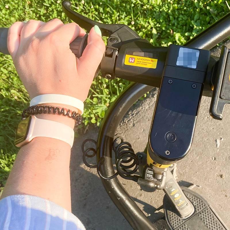 Очень люблю ездить на самокате, особенно по парку. Ограничение скорости до 15 км/ч мне подходит, таккак ездить быстро я боюсь