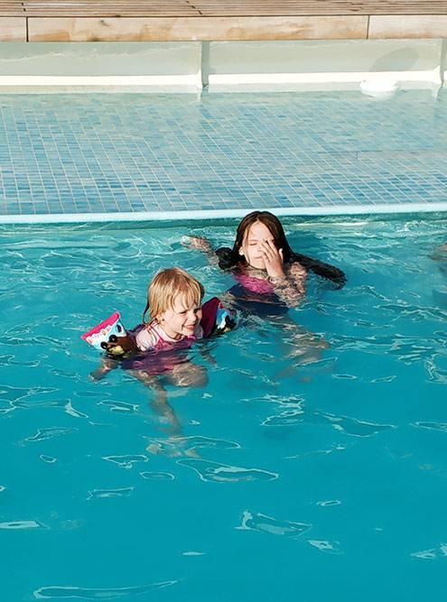 Почти все свободное время мои дети купались в бассейне