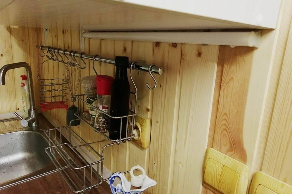 Это светильник надрабочей зоной на кухне. Мастер подключил его в самом конце ремонта