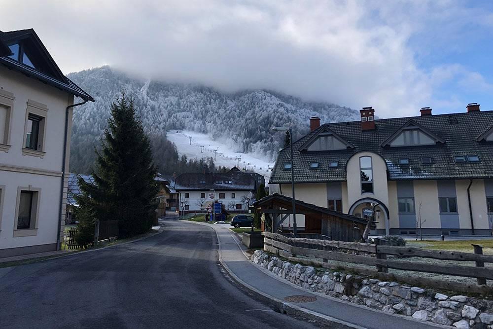 В самой Краньска-Горе тоже есть небольшой горнолыжный спуск