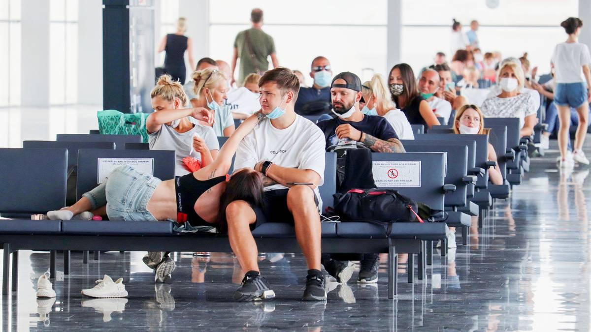 Правительство снова изменило правила возврата денег за туры: что это значит длятуристов