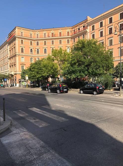 Днем в моем районе мало людей и машин