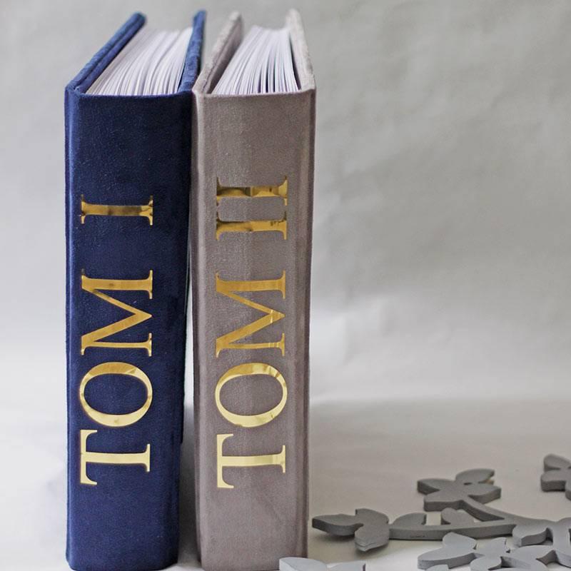 Скрапбукинг открывает огромные возможности: освоив основные техники, вы сможете создавать множество вещей — ототкрыток и альбомов дочековых книжек, свадебных аксессуаров и настоящих печатных книг сограниченным тиражом